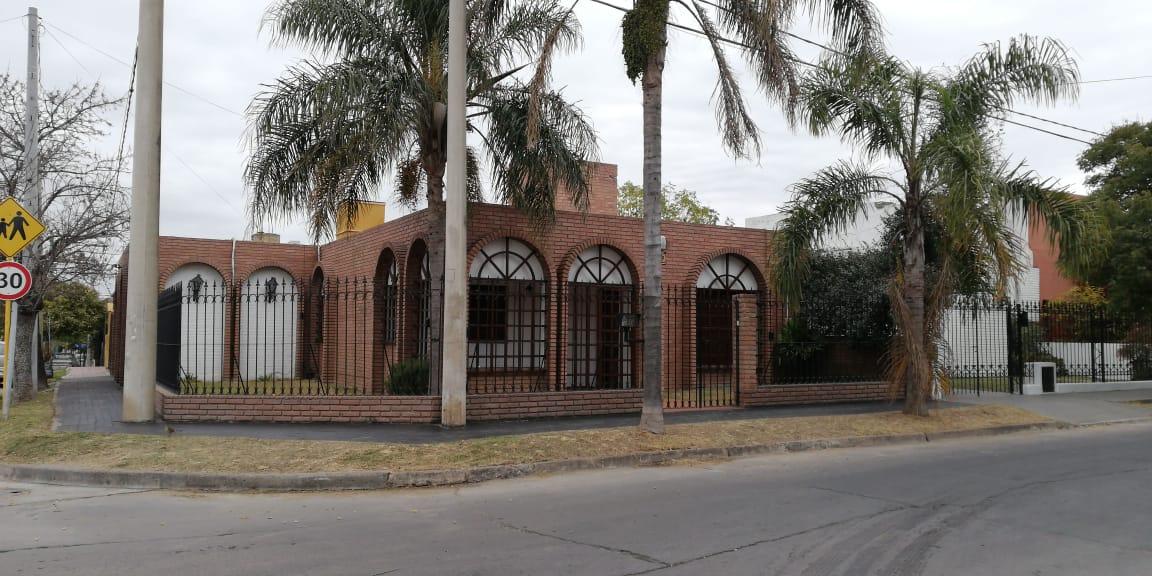 Vendemos inmejorable esquina en barrio Escobar, Córdoba Capital.